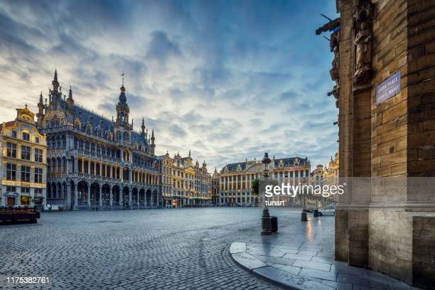 grand place square in brussels, belgium - no people stock pictures, royalty-free photos & images