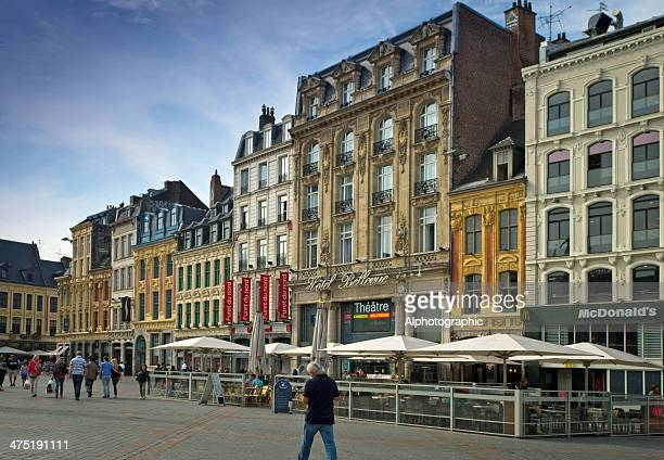 grand place street cafe restaurant in lille france - nord frankrijk stockfoto's en -beelden