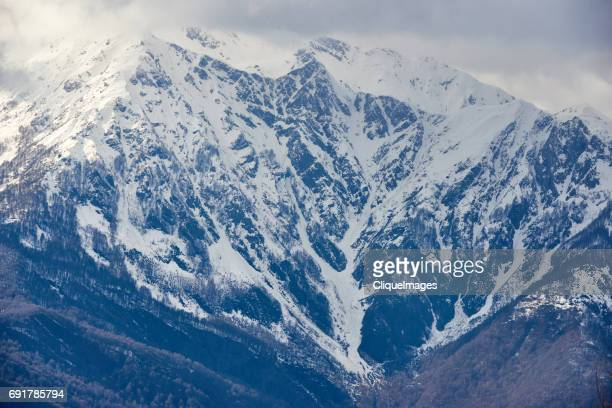grand snowy caucasus mountains - cliqueimages stockfoto's en -beelden