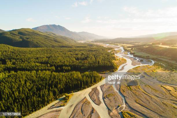grand view of river flowing through mountains. - marlborough new zealand stock pictures, royalty-free photos & images