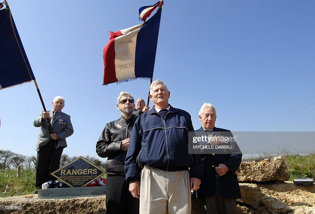 Three American veterans, Jim Gabaree (L,... : News Photo