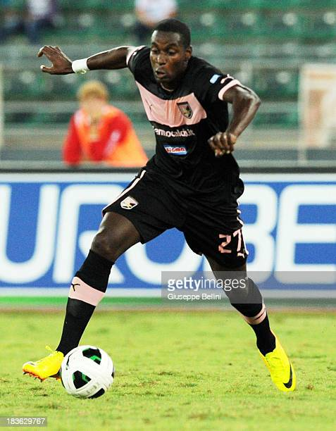 Granddi N'Goyi of Palermo in action during the Serie B match between AS Bari and US Citta di Palermo at Stadio San Nicola on September 24 2013 in...