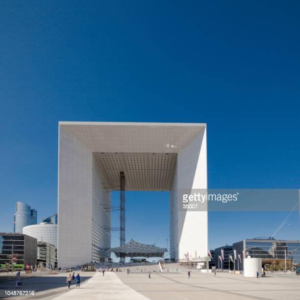 grande arche, la defense, paris, france - la défense stock pictures, royalty-free photos & images