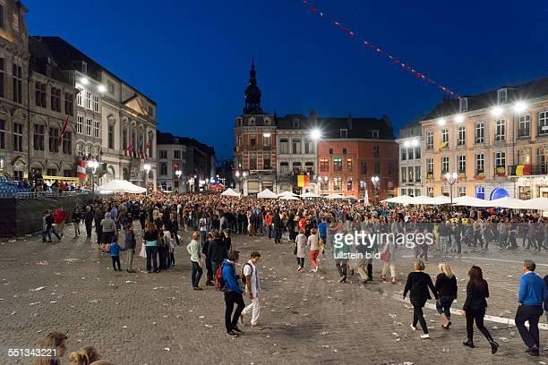 Grande Place in Mons Grande Place in Mons bei Nacht während des Stadtfests Doudou