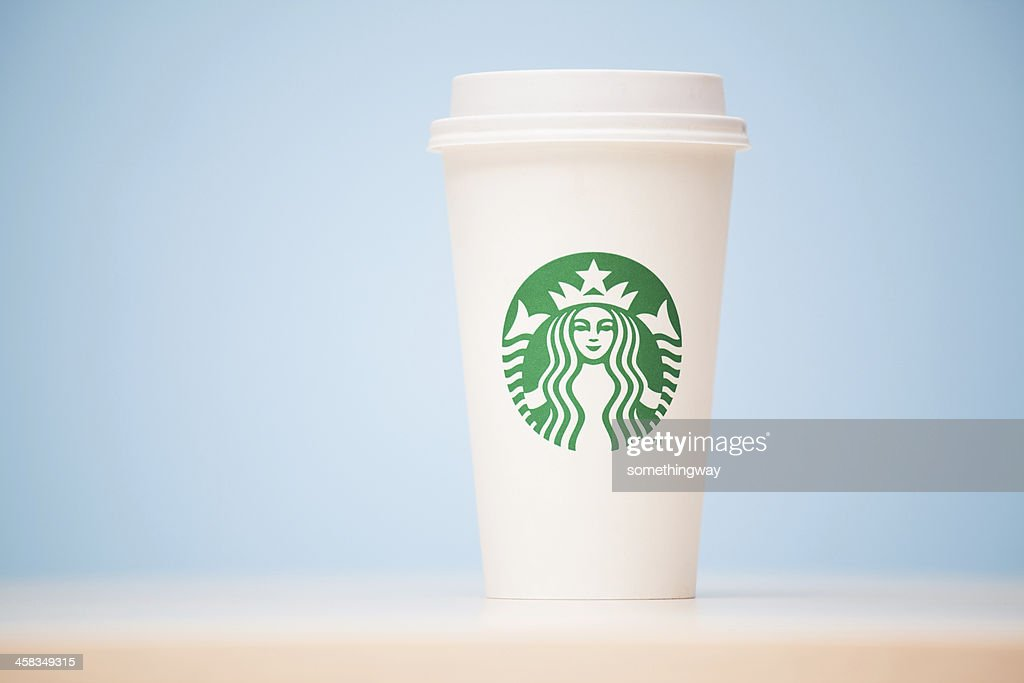 Grande Starbucks to go cup on table : Stock Photo