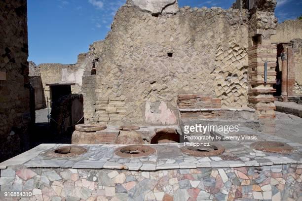 grande taberna in herculaneum, italy - ヘルクラネウム遺跡 ストックフォトと画像