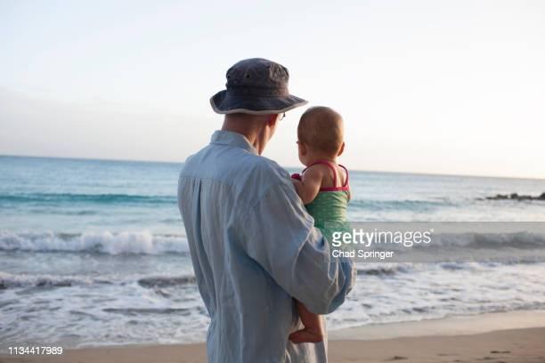 grandfather with granddaughter on beach, st maarten, netherlands - sint maarten caraïbisch eiland stockfoto's en -beelden