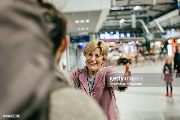 grandma welcoming young traveller - arrival stock pictures, royalty-free photos & images