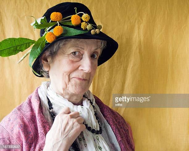 chapeau anniversaire du grand-mère. - mamie humour photos et images de collection