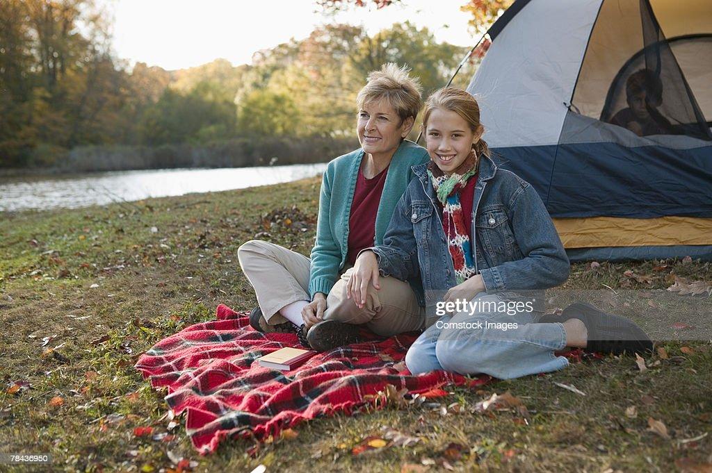 Grandmother and granddaughter camping : Stockfoto