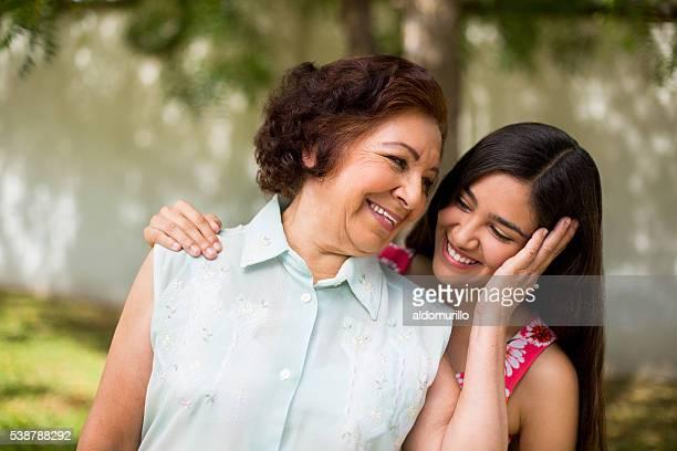 Nonna e nipote con gli altri gravi