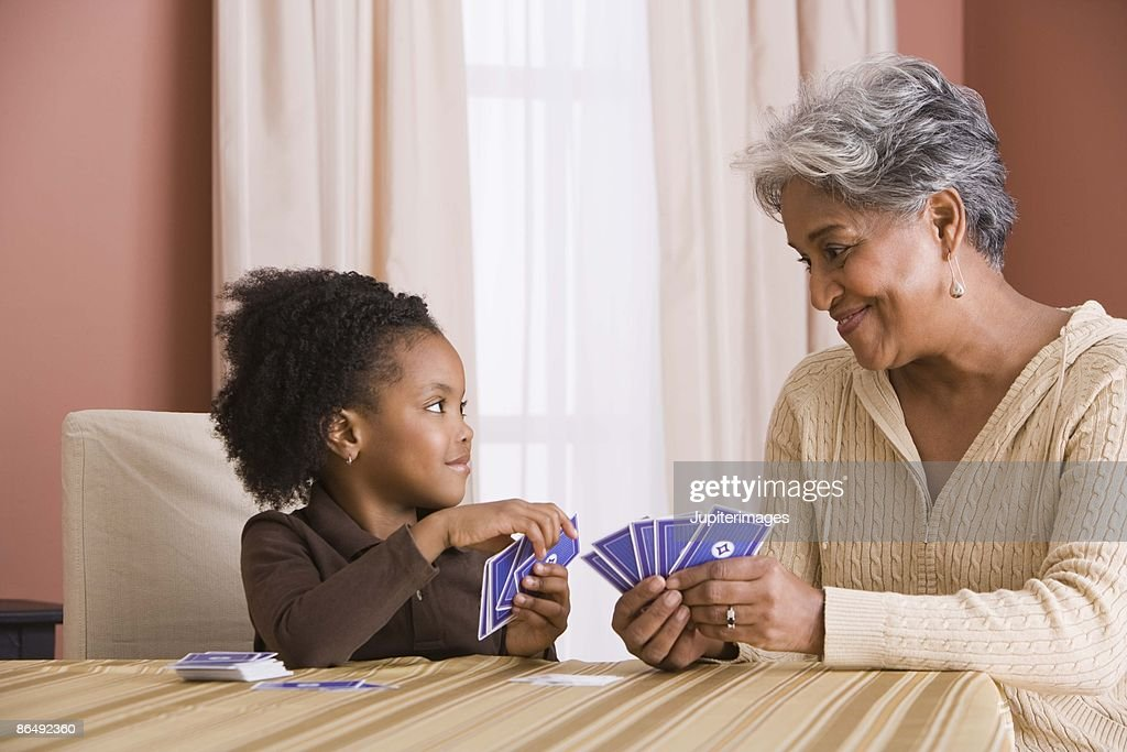 Grandmother and granddaughter playing cards : ストックフォト