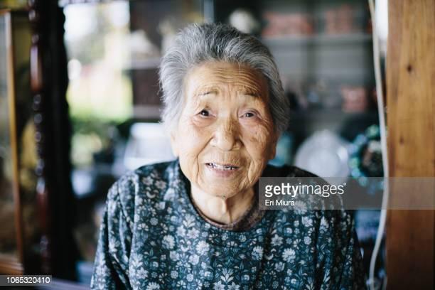 grandmother at home - 年配の女性一人 ストックフォトと画像