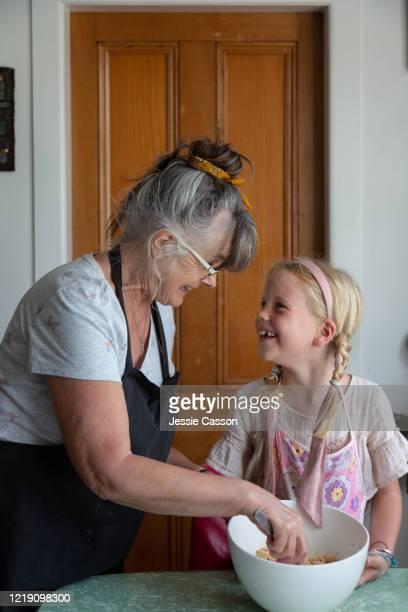 grandmother baking with grandchild - ルポルタージュ ストックフォトと画像