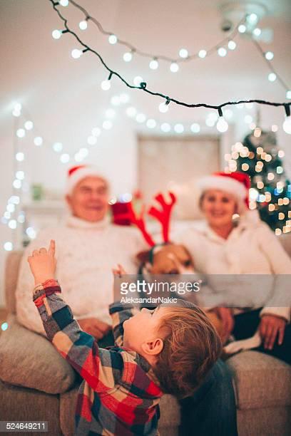 Grandpa, m'aide à atteindre les illuminations de Noël