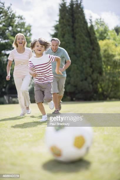 祖父母と孫サッカー