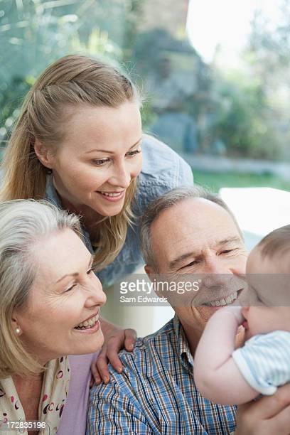 Großeltern, Mutter mit baby-Jungen