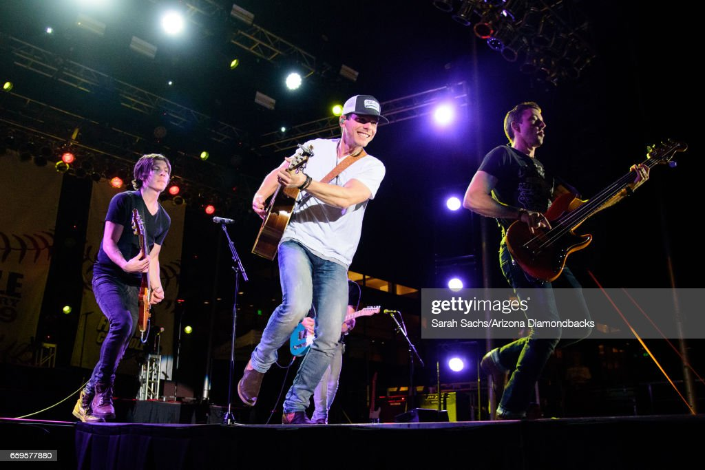 granger smith performs onstage at a concert presented by arizona s news photo getty images 2