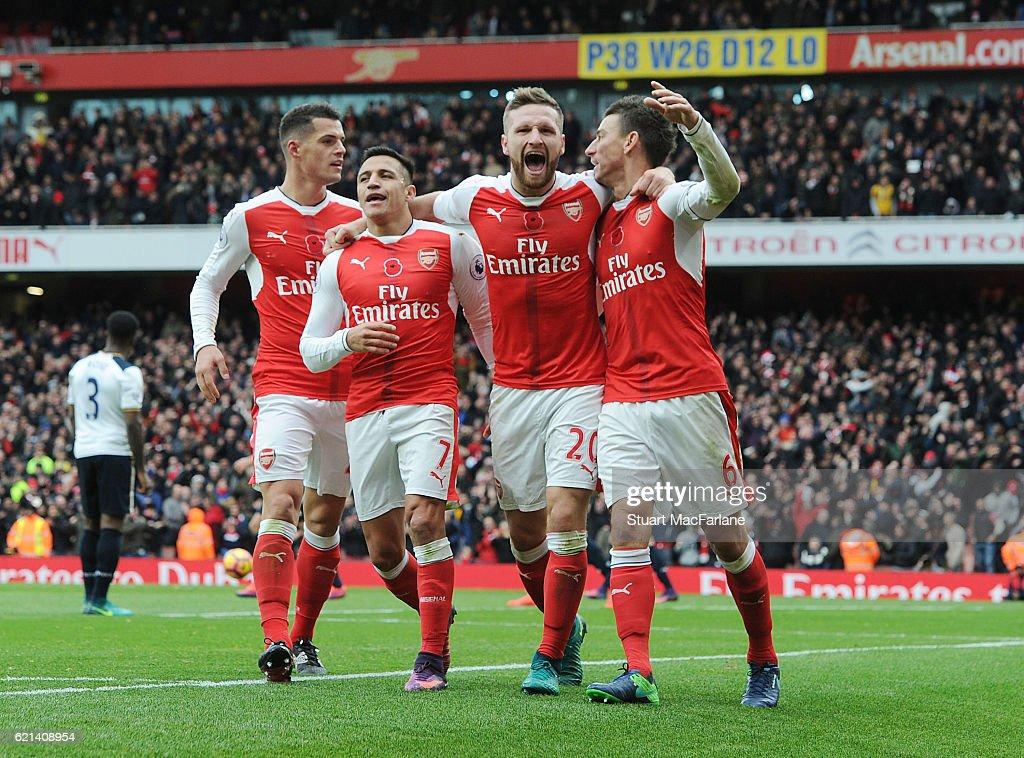 Arsenal v Tottenham Hotspur - Premier League : Nieuwsfoto's