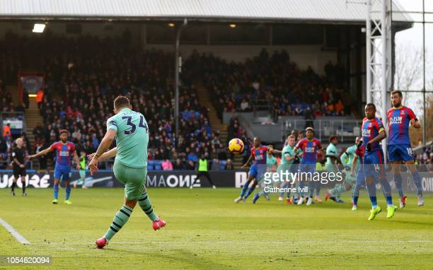 Granit Xhaka of Arsenal scores his side's first goal from a free kick during the Premier League match between Crystal Palace and Arsenal FC at...