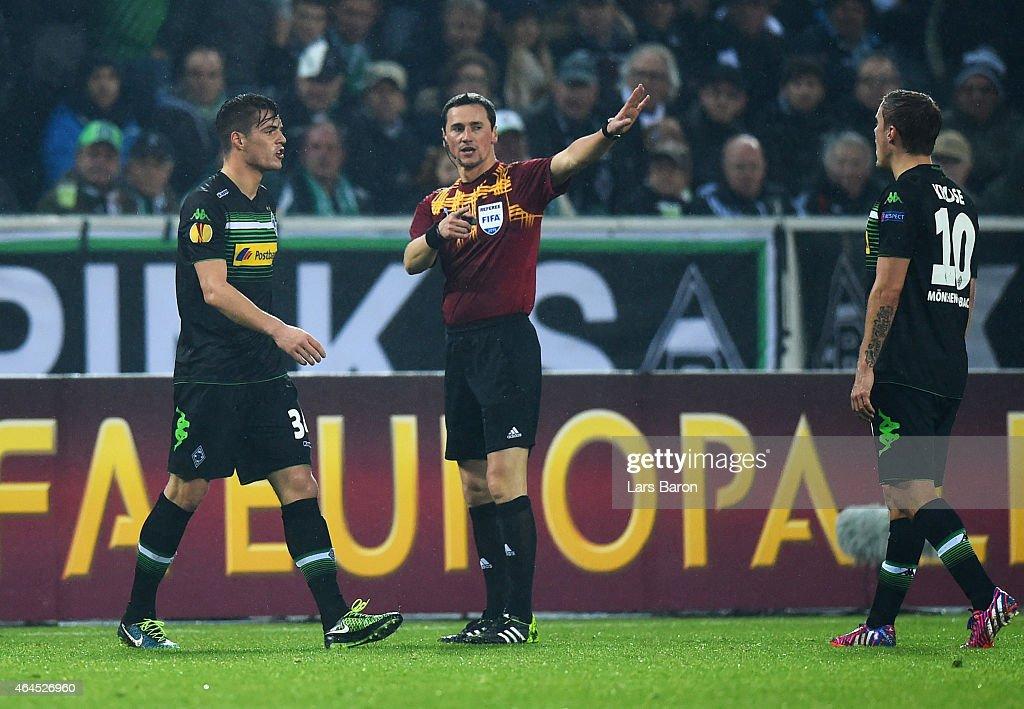 Borussia Moenchengladbach v FC Sevilla - UEFA Europa League Round of 32 : News Photo