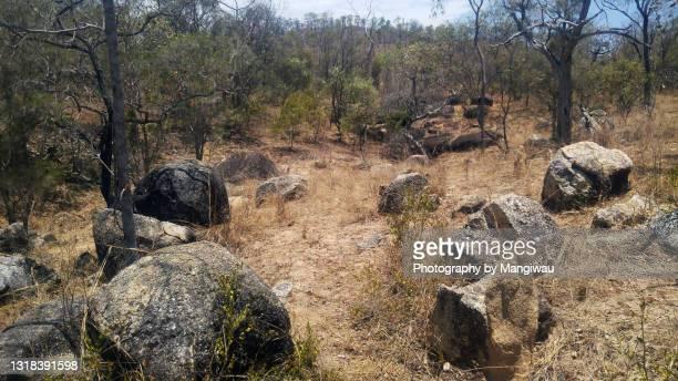 granite boulder country - クランダ ストックフォトと画像