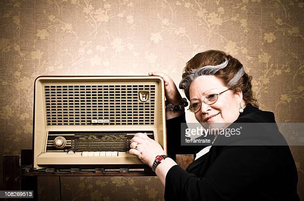 granny del partido - radio antigua fotografías e imágenes de stock