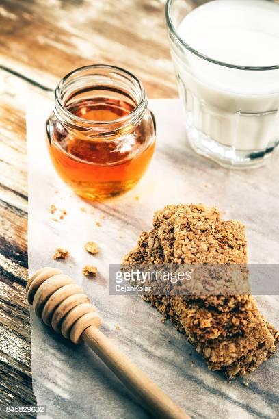 Miel, leche y barras de granola