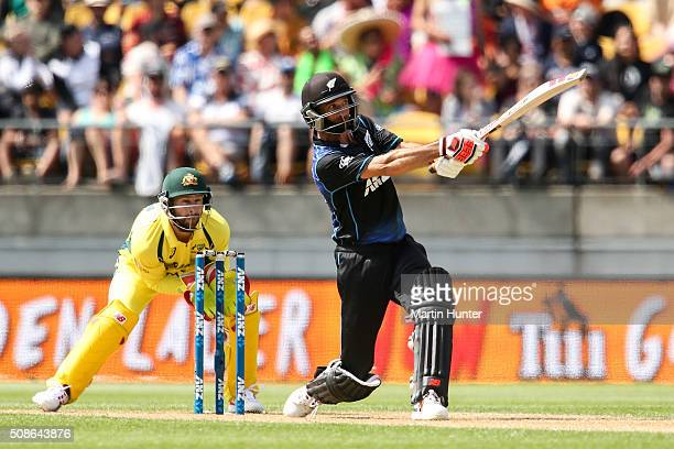 Grant Elliott of New Zealand bats during game two of the one day international series between New Zealand and Australia at Westpac Stadium on...