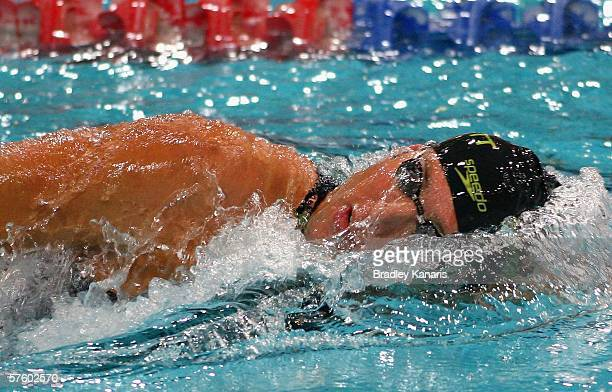 Grant Hackett competes in the final of the Men's 400m Freestyle on day two of the 2006 Telstra Grand Prix at the Chandler Aquatic Centre May 13 2006...