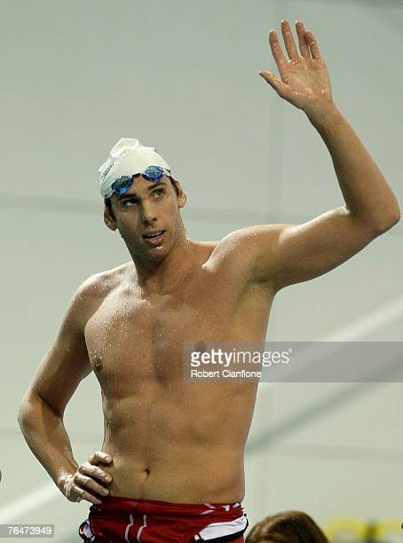 Grant Hackett of Australia waves to the crowd after his win in the Men's 1500 metre Final during day five of the 2007 Australian Short Course...