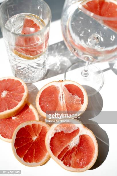 grapefruit detox water - infused water stock pictures, royalty-free photos & images