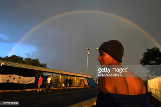 Graphic content / A Honduran migrant heading in a caravan to de US waits to cross the border from Ciudad Tecun Uman Guatemala to Ciudad Hidalgo...