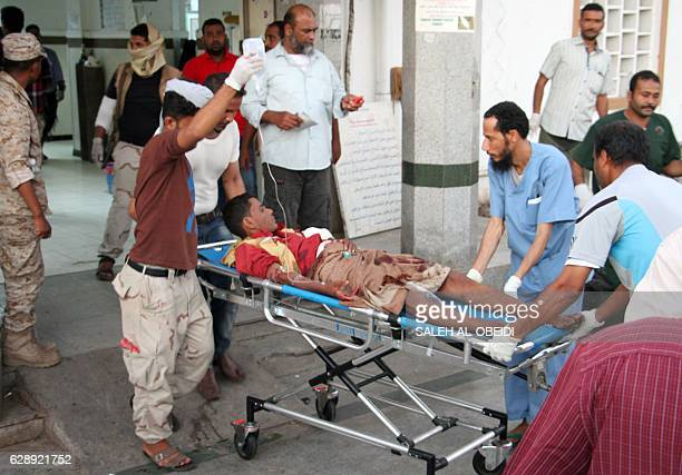 Graphic content / A wounded Yemeni man arrives at a hospital on December 10 2016 after a suicide bomber killed 35 soldiers and wounded around 50...