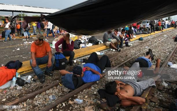 Graphic content / Honduran migrants heading in a caravan to de US wait to cross the border from Ciudad Tecun Uman Guatemala to Ciudad Hidalgo Mexico...