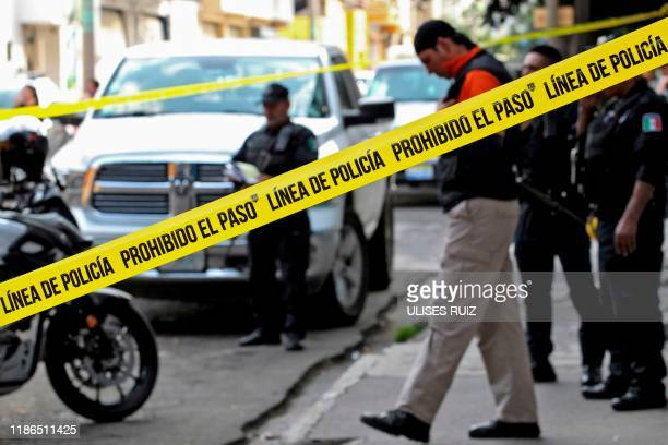Graphic content / Policemen are seen at a crime scene in Guadalajara, Jalisco State, Mexico, on November 22, 2019. - AFP has mobilized several of its...