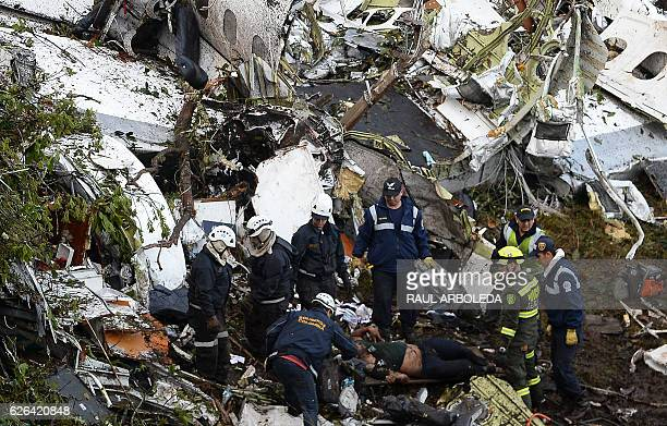Graphic content / Rescue teams work in the recovery of the bodies of victims of the LAMIA airlines charter that crashed in the mountains of Cerro...