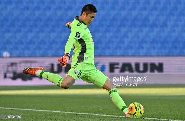 Graphic content / Strasbourg's Japanese goalkeeper Eiji Kawashima kicks the ball during the French L1 football match between Montpellier and...