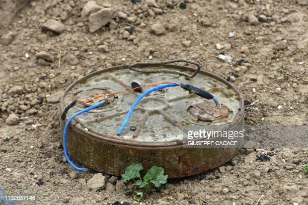 Graphic content / This picture taken on March 24 2019 shows a discarded landmine lying on the ground in the village of Baghouz in Syria's eastern...