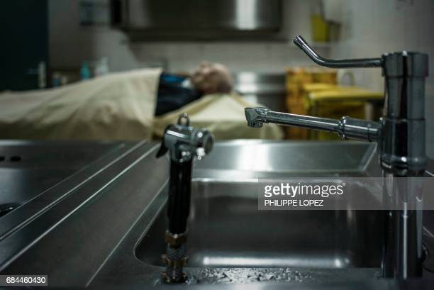 Graphic content / This picture taken on May 11 2017 shows a corpse at the morgue of the Hospital Bichat Claude Bernard in Paris / AFP PHOTO /...
