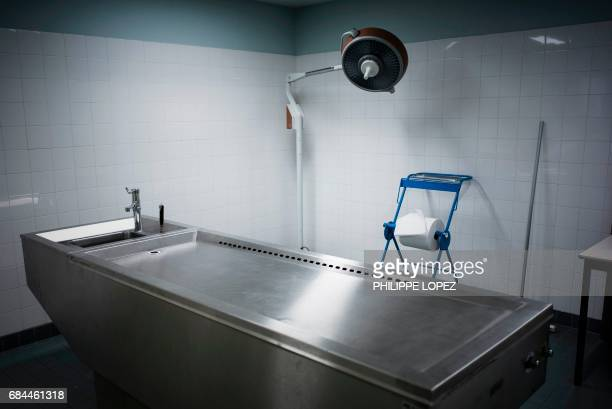Graphic content / This picture taken on May 11 2017 shows a washing table at the morgue of the Hospital Bichat Claude Bernard in Paris / AFP PHOTO /...