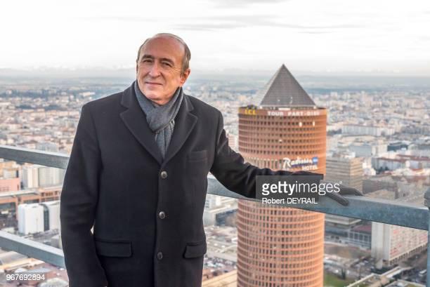 Gérard Collomb Sénateur Maire de Lyon visite pour la première fois la tour Incity dans le quartier de la Part Dieu à Lyon France le 13 février 2015
