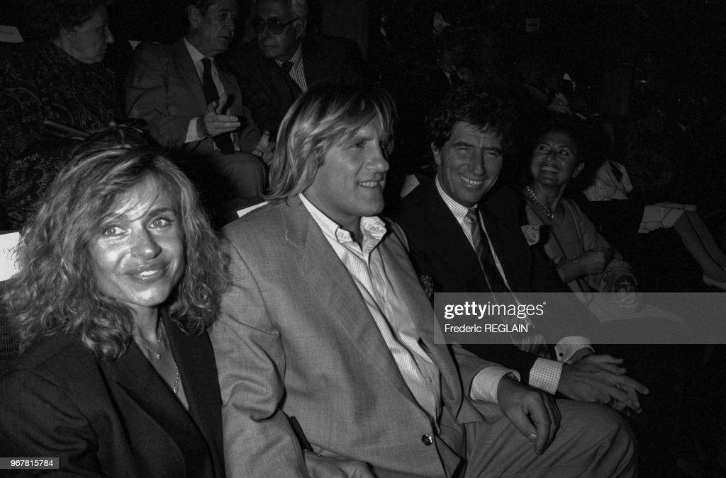 Gérard et Elisabeth Depardieu lors d'une 1ère de film en 1986 : News Photo