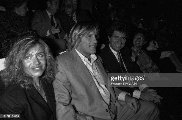 Gérard et Elisabeth Depardieu en compagnie de Jack Lang à la 1ère du film 'Jean de Florette' à Paris le 26 aout 1986 France