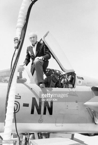 Gérard Oury lors du baptême du Mirage F1 le 27 avril 1975 sur la base aérienne d'Orange France