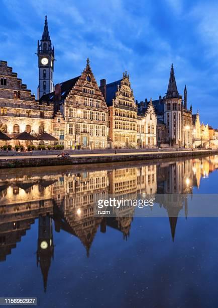 夕暮れ時のグラスレイ港、ヘント、ベルギー - ベルギー ゲント ストックフォトと画像