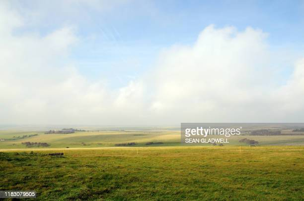 grass field landscape in east sussex - プレーリー ストックフォトと画像