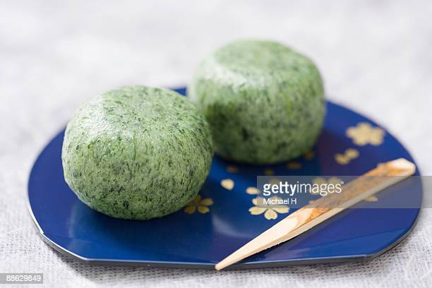 grass rice cake to get on tray - japanese mugwort stock pictures, royalty-free photos & images