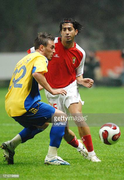 Grasshopper's Scott Sutter and Braga's Wender in action during the UEFA Cup Group C match between SC Braga and the Grasshoppers at the Estadio...