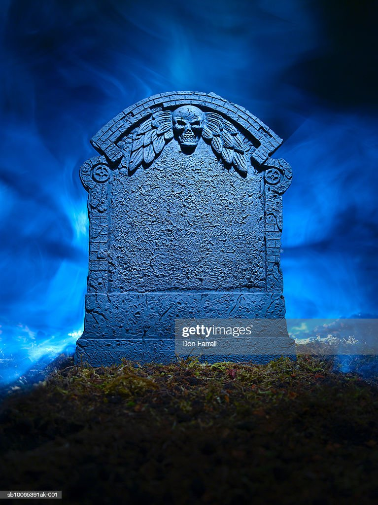 Grave in mist lit from behind : Foto stock
